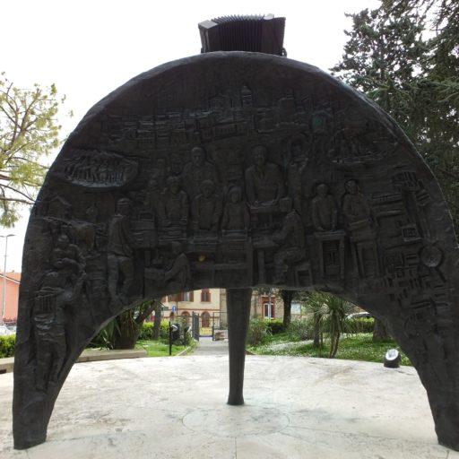 Monumento alla Fisarmonica e al Lavoro - Opera di Franco Campanari